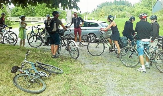 Visite du bourg pour les apprentis bretonnants à vélo. Le Télégramme. 12/08/2020